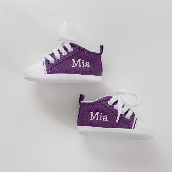 Personalisierte lila Babyschuhe