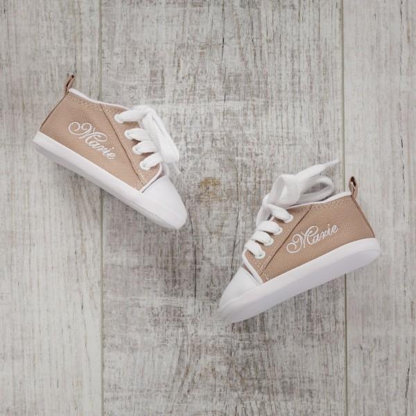Chaussures bébé, sable