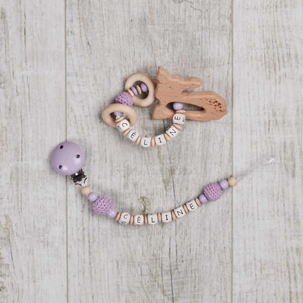 Ensemble 2 pièces, chaîne à lolette et hochet avec faon et perles au crochet, violet