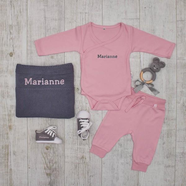 """Coffret """"Authentique & élégant"""" couvertue en tricot et lapin au crochet, gris et rose"""