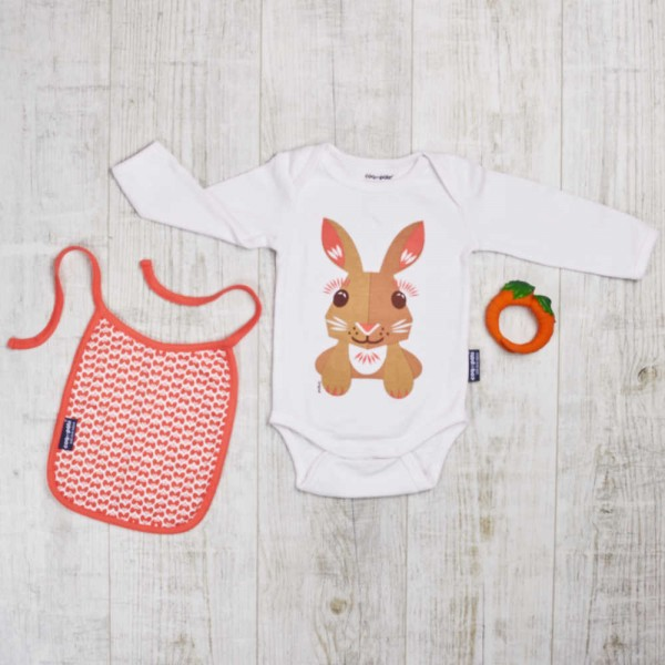 Wild play set with long-arm body and bib, rabbit and carrot